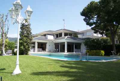 Exclusive two-storied house with swiming pool not far from Barcelona